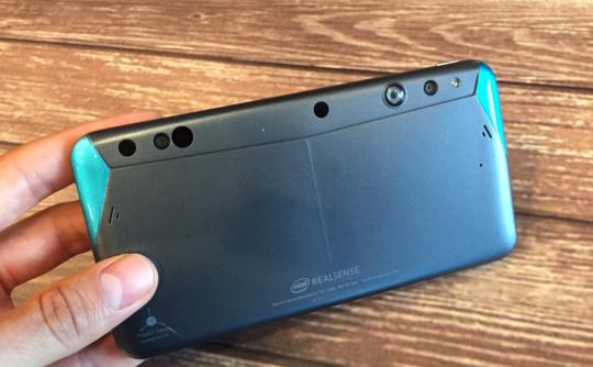 Intel представила перший смартфон з 3D-камерою RealSense